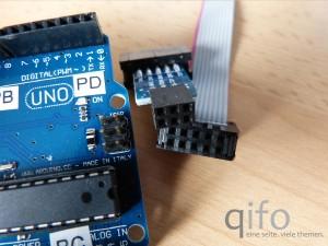 Die meisten angebotenen USBasp-Programmierer nutzen zehnpolige Kabel. Für den Anschluss am Arduino ist daher ein Adapter nötig.